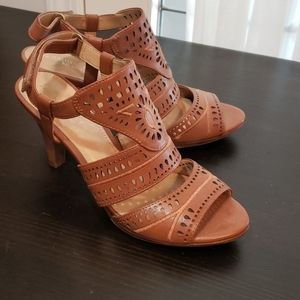 New Naturalizer leather heeled sandals 6 5